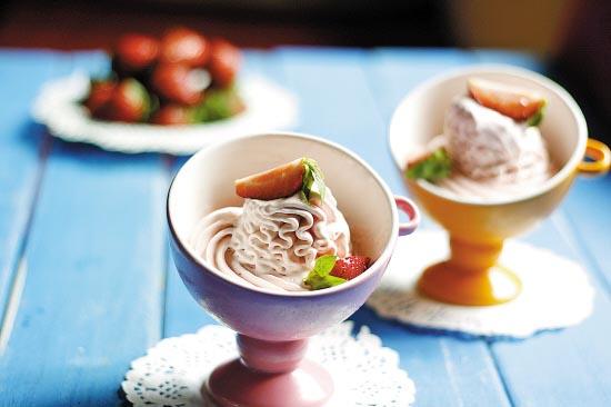 ...冰激凌机的方法制作好后用冰淇淋挖勺舀成球状装盘即可.   ...