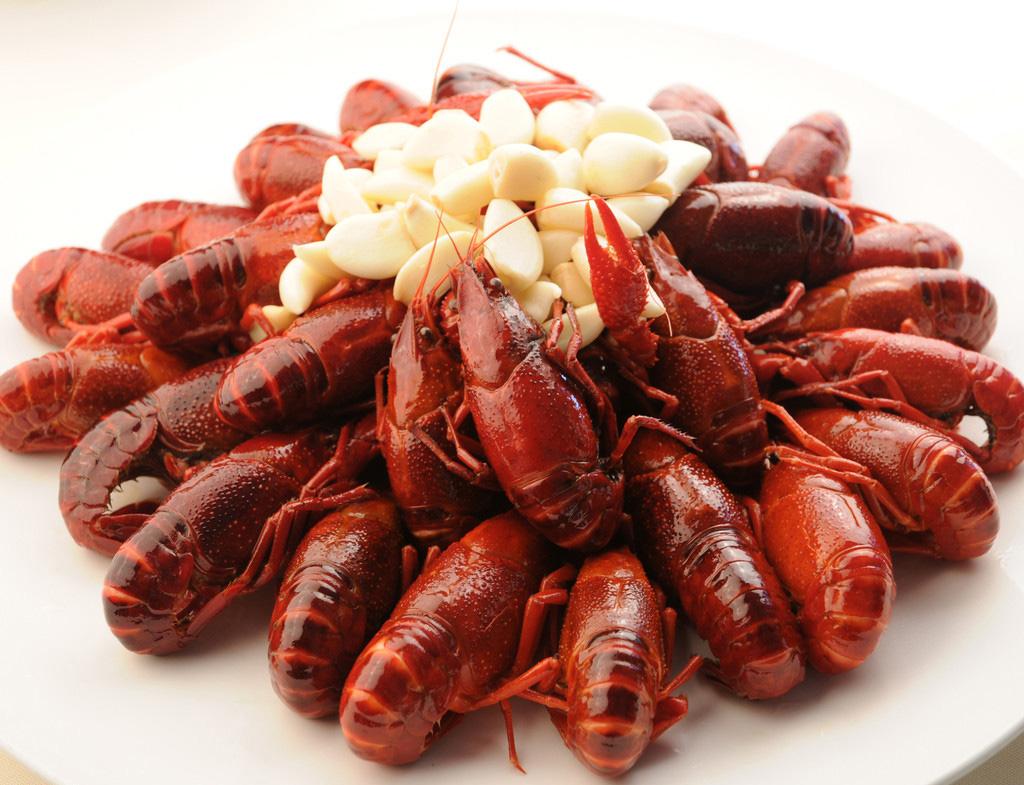 """食""""螯""""攻略一:教你挑选干净肥美小龙虾"""