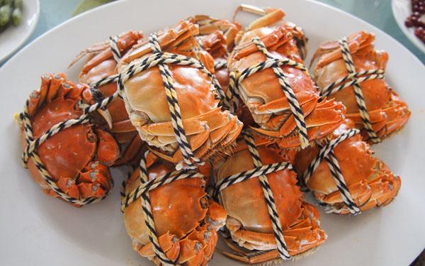 不新鲜蟹类鳃丝就开始腐败而粘结,但须剥开甲壳后才能观察.图片