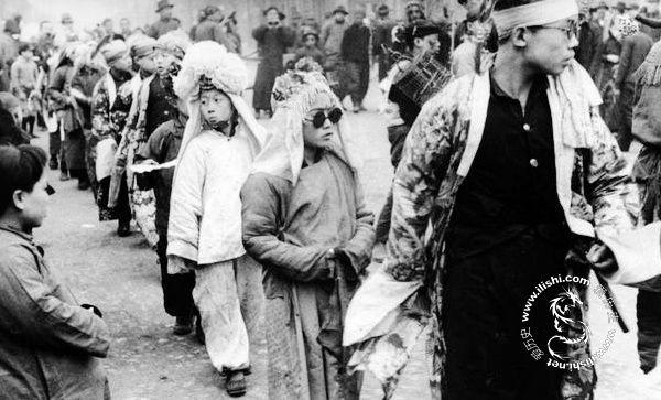 春节习俗溯源:民国时道春节快乐即成反动派
