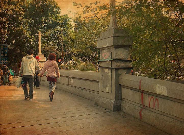 彩虹桥:荔湾路上的名胜