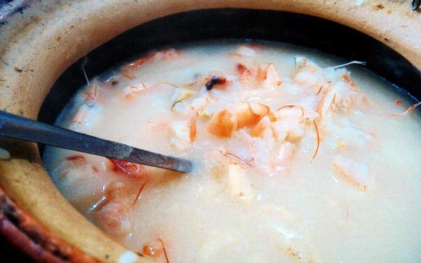 广州夜晚宵夜吃什么好,海鲜砂锅粥!