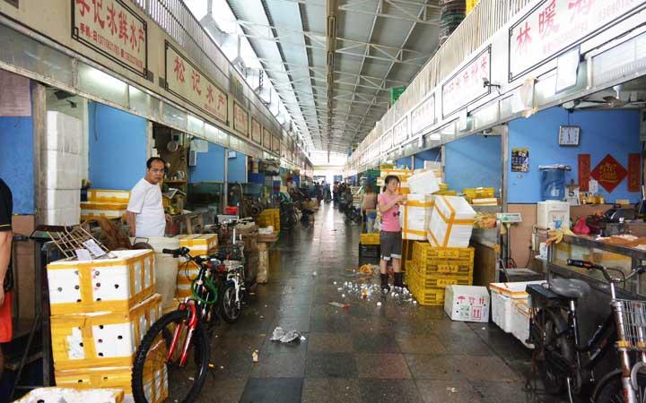 """海鲜市场里的""""鲜货"""",一般都可以以低于市价三成的价格入手,尤其高端"""