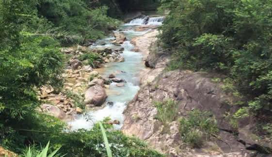 """增城区白江湖:""""天然浴缸""""的大小圆潭"""