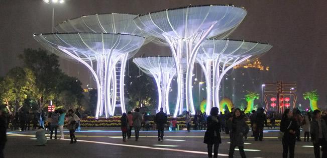 广州夜景最美的地方:花城广场灯光灿烂、夜色醉人!