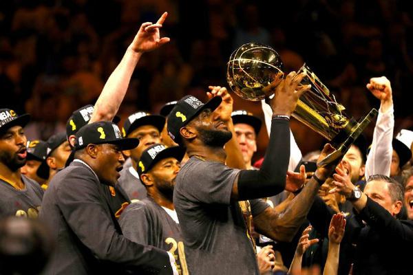 詹姆斯率领骑士勇夺2015-2016赛季NBA总冠军