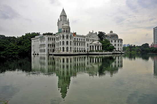 广州流花湖白宫改名为自然博物馆