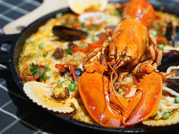 来硬货餐厅吃一顿超级好吃的硬货海鲜饭吧