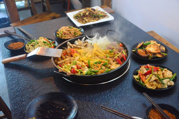 在西安来点不一样的美食就是水城的烙锅