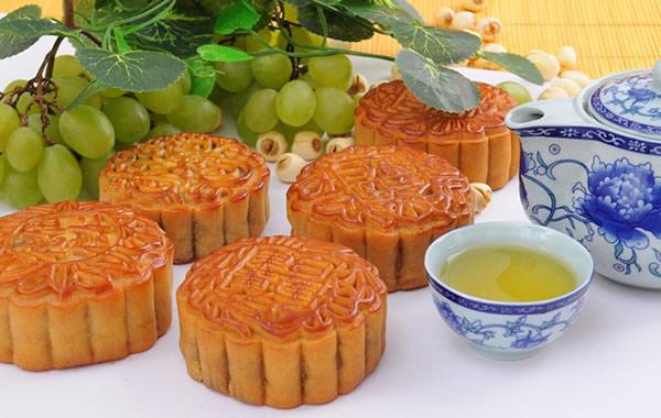 中秋节佳果和美食:酸味水果配月饼