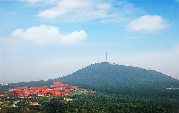 广州中秋节期间12.8万人登上白云山赏月