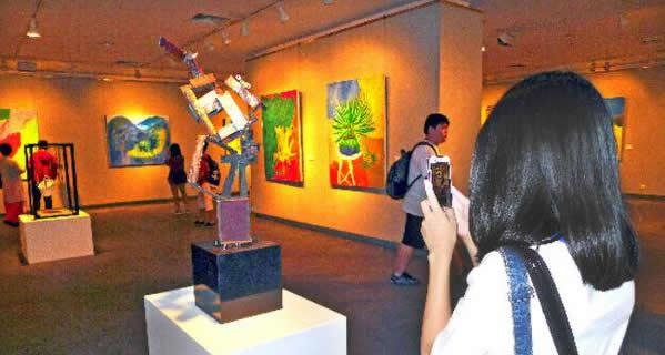广州举行青少年艺术家作品展