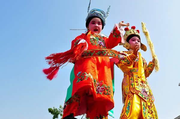 广州一日游去番禺沙湾看飘色吧!