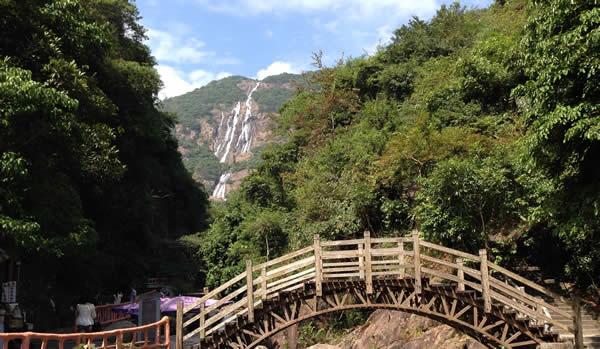 清明节到增城白水寨踏青登山观瀑