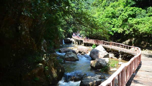 五一到广州增城白水寨消暑洗肺吧!