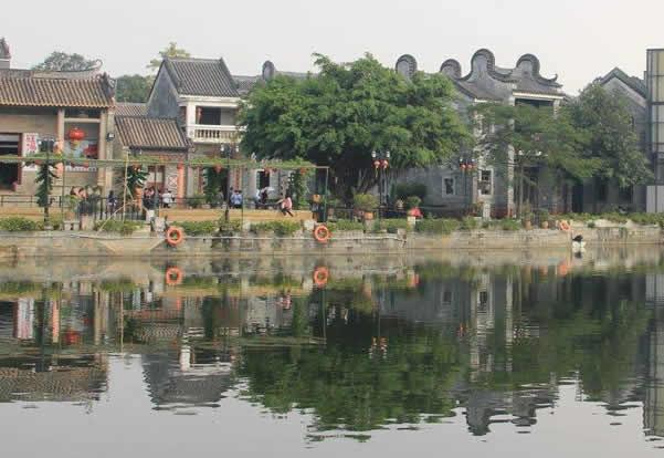 五一旅游到岭南印象园欣赏镬耳高墙