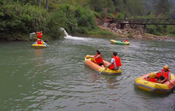 五一旅游到从化响水峡漂流挑战大自然!