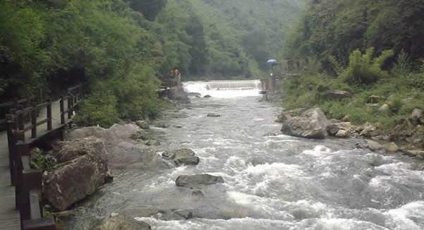 五一小长假一日游到从化响水峡古河漂流