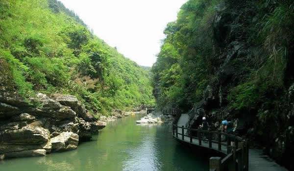 五一小长假到广州响水峡原生态河道漂流