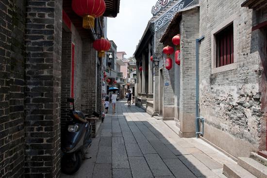 到广州沙湾古镇欣赏广东音乐、飘色、龙狮、兰花……