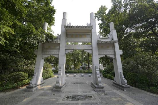 广州一日游到聚龙村研究青砖黛瓦古建筑