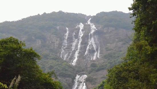 广州一日游到增城白水寨拥抱自然