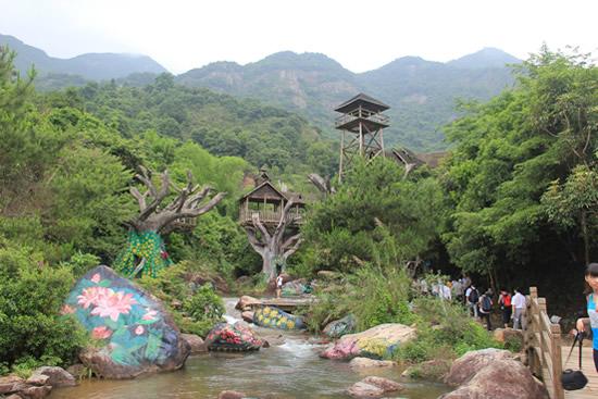 广州一日游到白水寨挑战9999级台阶