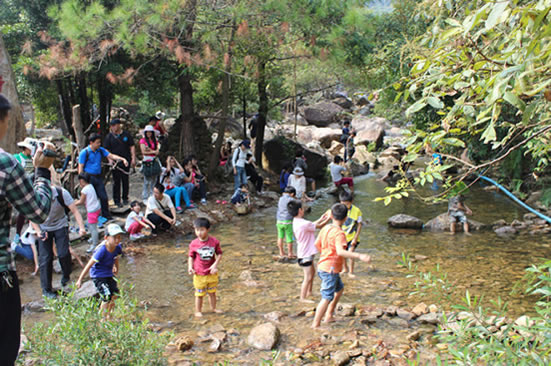 广州亲子一日游到增城白水寨玩水嬉戏