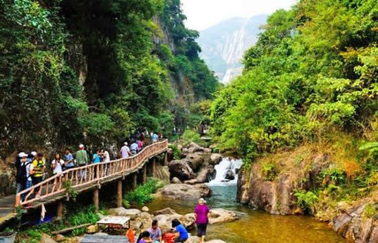 广州一日游到白水寨攀登9999级阶梯