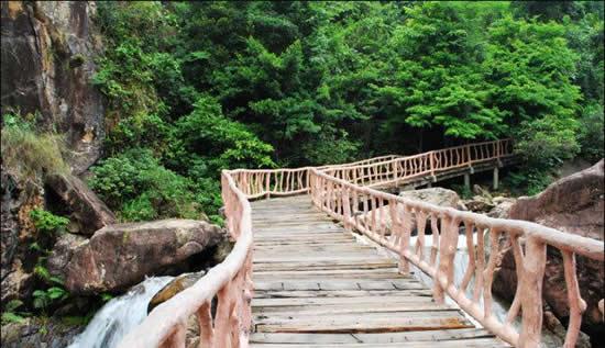 广州一日游到增城白水寨挑战亲水栈道