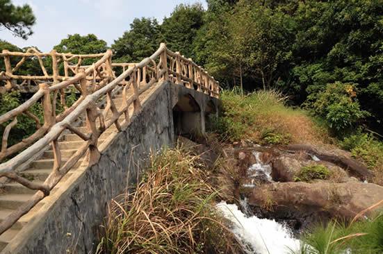 八月亲子游到广州增城白水寨观赏最美瀑布
