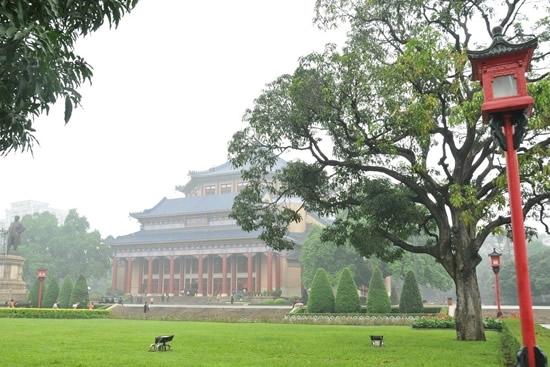 广州中山纪念堂与接受总理遗嘱纪念碑