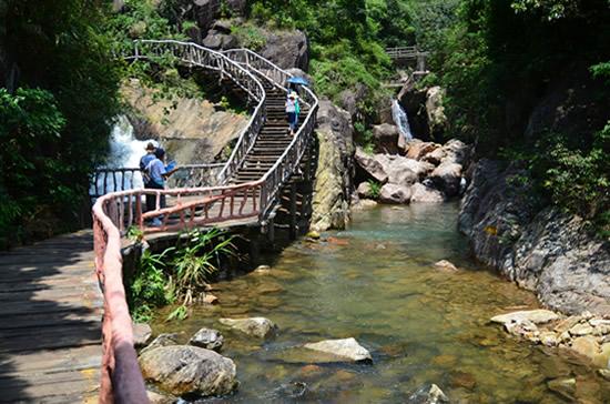 周末到广州增城白水寨登山充电