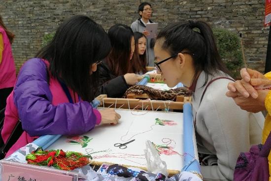 广州市文化馆展示广府非遗项目和传统年俗文化