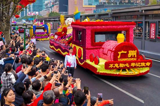 广州连续三天举办史上最大的花车巡游!