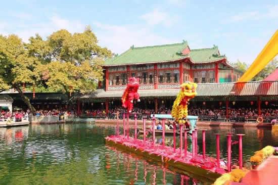 广州番禺区宝墨园上演醒狮贺岁新春