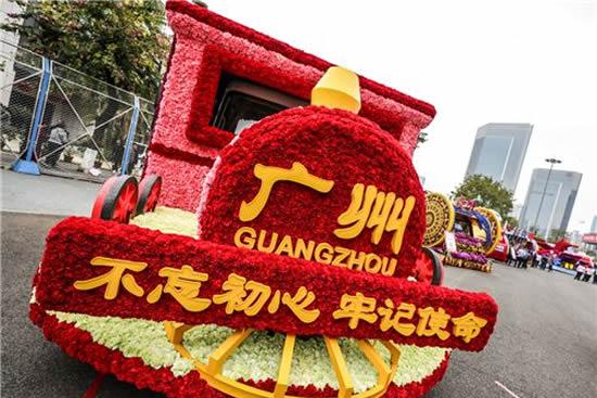 广州68万人次参与三天花车大巡游活动