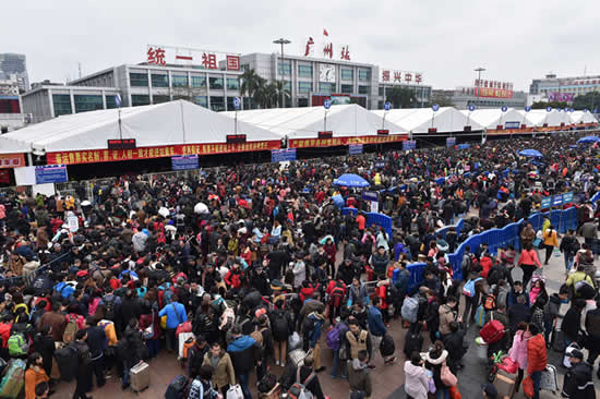 年初四开始广州火车站迎节后返程客流高峰