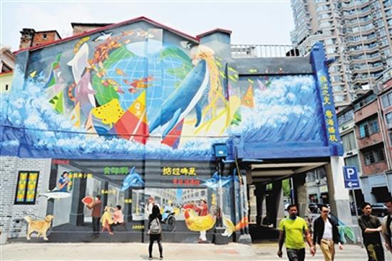 广州一日游欣赏骑楼配涂鸦的广府风情