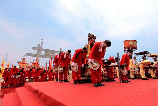 广州一日游到黄浦区波罗诞庙会观赏龙狮展演