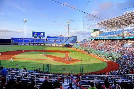 首届国际棒球嘉年华活动在广州天河举行