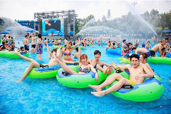 到广州长隆水上乐园看水上演艺和极限表演