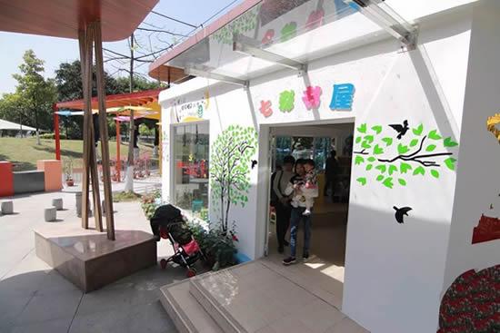 周末亲子游带孩子到广州白云区七彩书屋看书吧!
