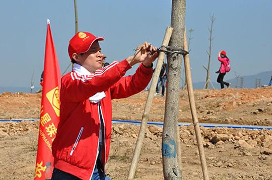 广州市总工会4月14日开展义务植树活动