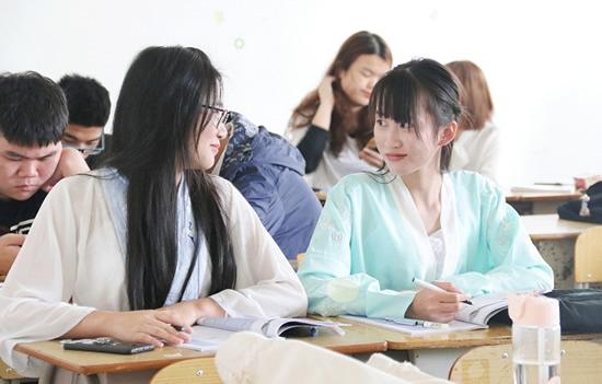 广州南洋理工职业学院举办中国华服日活动