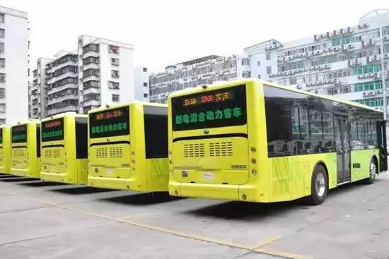 广州花都开通花70A线、花75A线和花76A线33条地铁接驳公交线方便市民出行