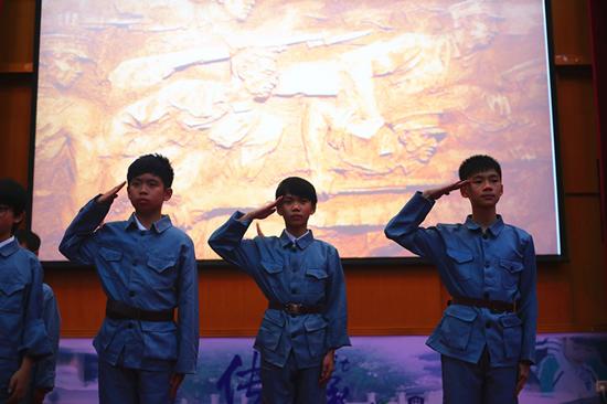 中黄国际教育小学一群00后孩子担纲举行黄埔军校建校日纪念活动