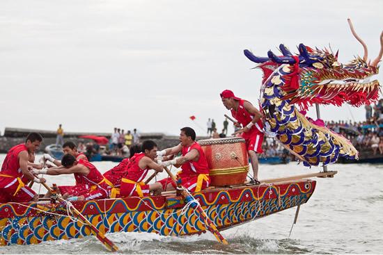2018年端午节前后 广州佛山等地龙舟队伍将同江竞逐