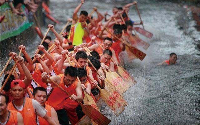 广州扒龙船整套礼节:起龙、采青、招景、应景、赛龙、藏龙和散龙