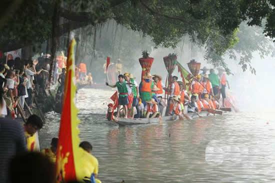 2018岭南地区龙船节来了 广州海珠区土华村迎来一年一度的龙船招景活动